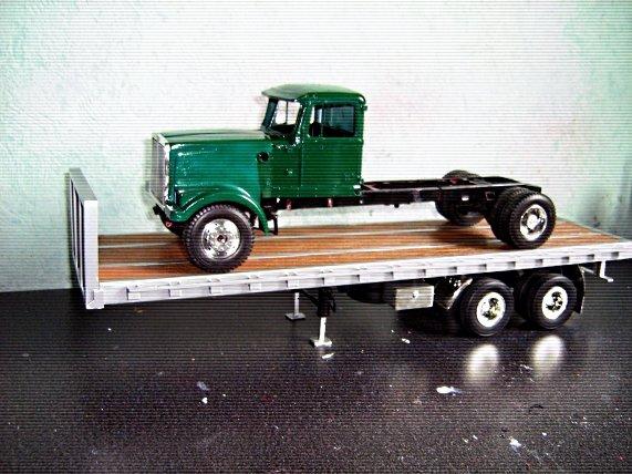 White-Truck 7g9m4tcc59d